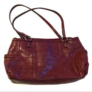 Relic burgundy red purse great condition